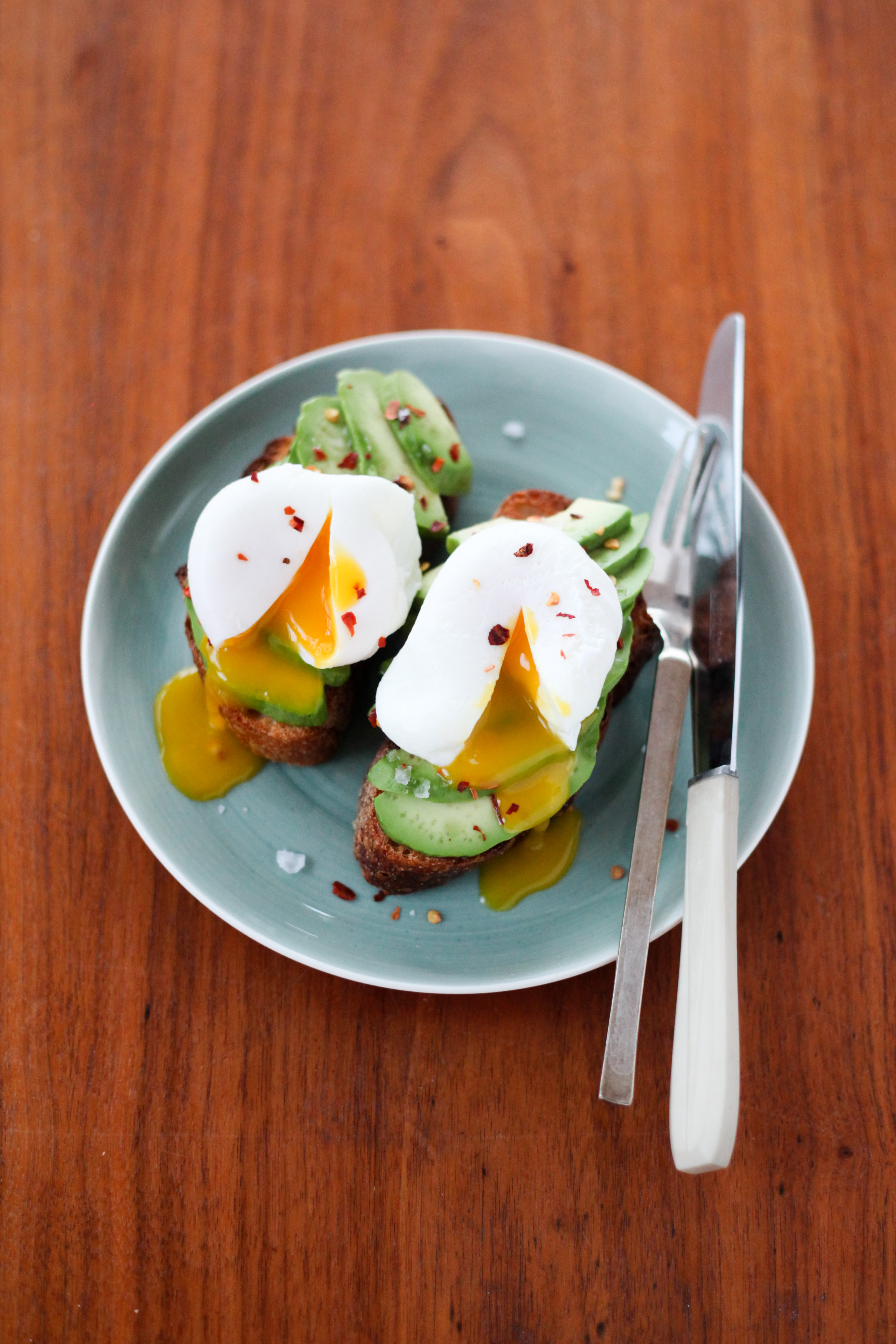 Perfect Poached Eggs, Two Ways | amodestfeast.com | @amodestfeast