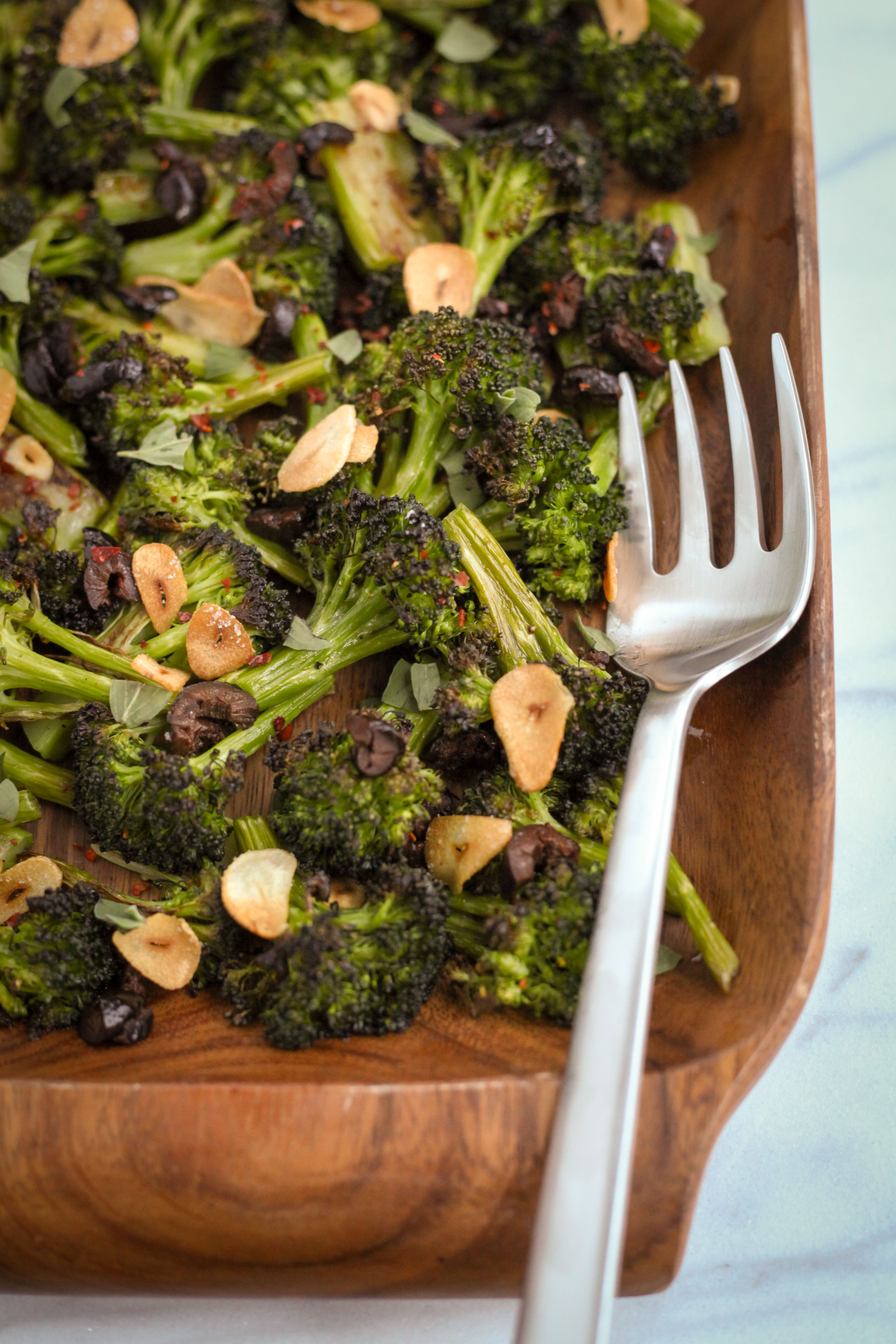 Roasted Broccoli With Olives, Garlic, and Oregano | A Modest Feast | @amodestfeast #healthyrecipes #glutenfreerecipes #vegetarianrecipes #veganrecipes